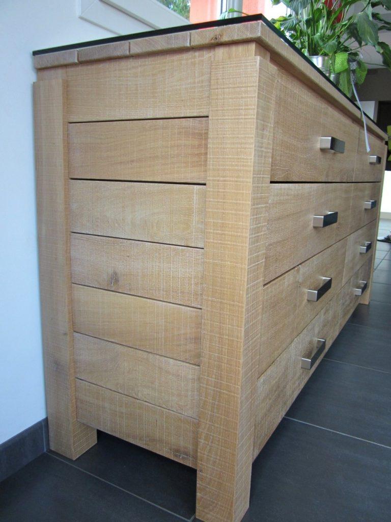 Vaisselier 8 tiroirs : brut de sciage avec planches larges ajourées