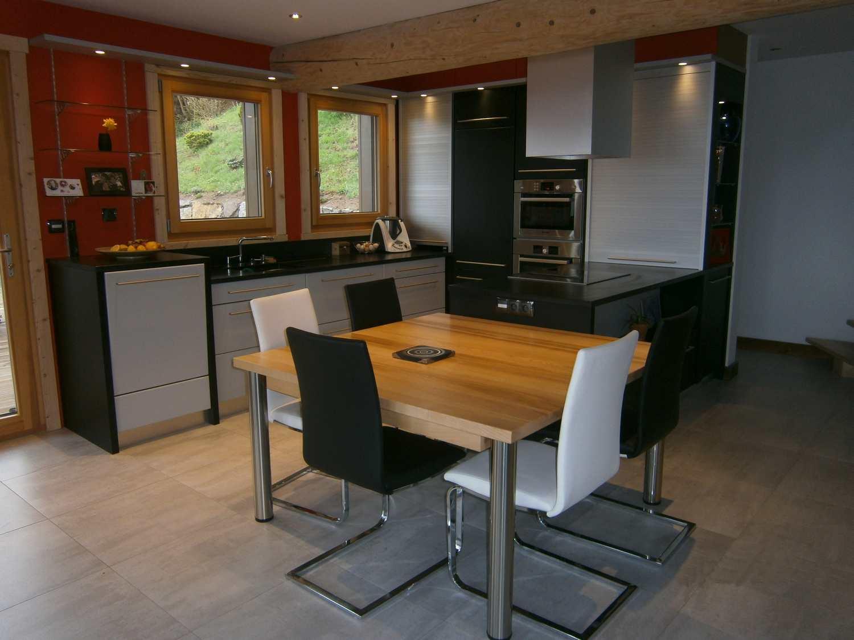 Cuisine laquée avec structure et bois