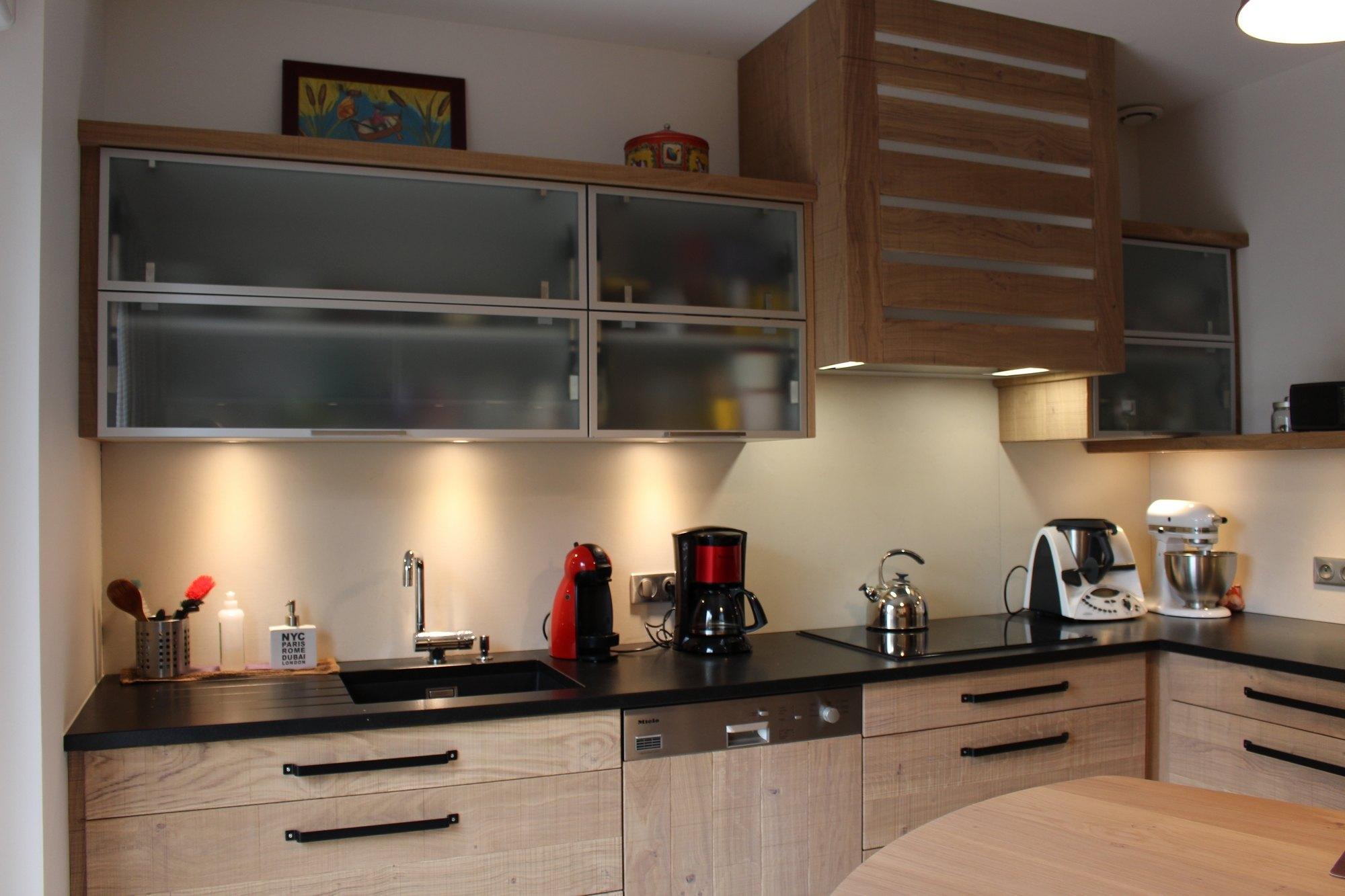 Cuisines bois contemporaines menuiserie agencement for Agencement placard de cuisine