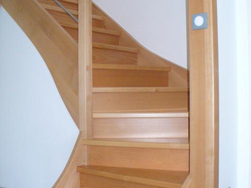 Escalier bois et tube.jpg