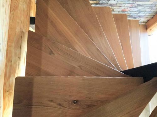 Marches d'escalier en chêne.jpg